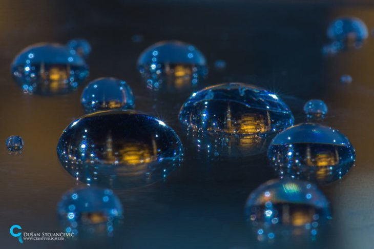 mezquita azul tomada en gotas de agua