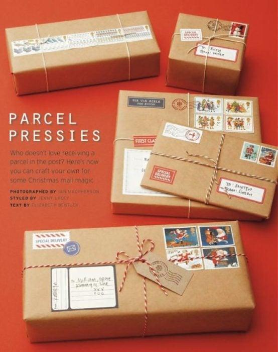 regalos envueltos como postales navideñas