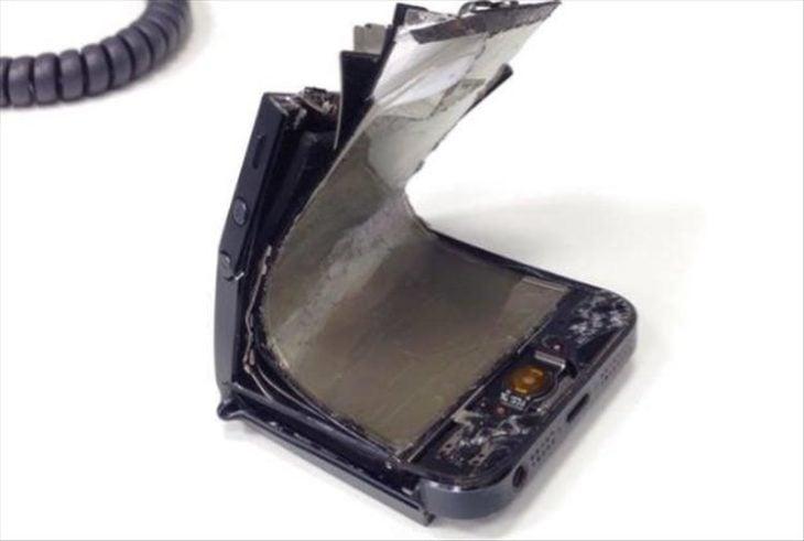 celular doblado