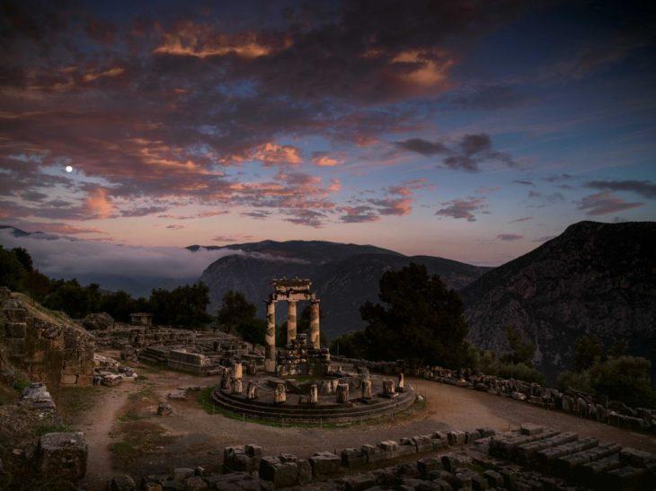 crepúsculo sobre el santuario de atenea, grecia