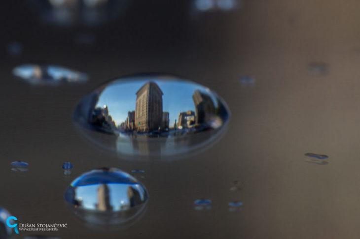 foto del edificio flatiron tomada en gotas de agua