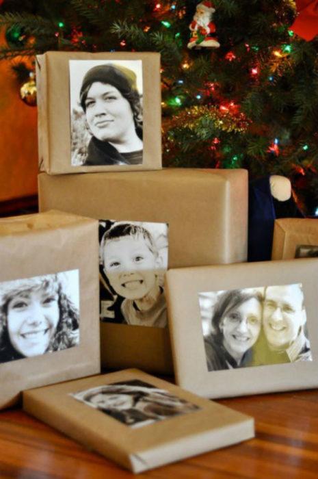 regalos envueltos con fotografías
