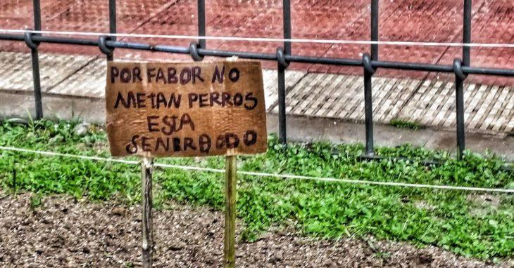 cartel con faltas ortográficas dice por fabor