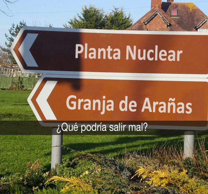 señales que dicen planta nuclear y granja de arañas