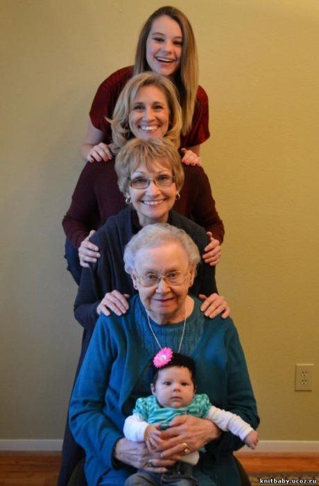mujeres de cinco generaciones alineadas