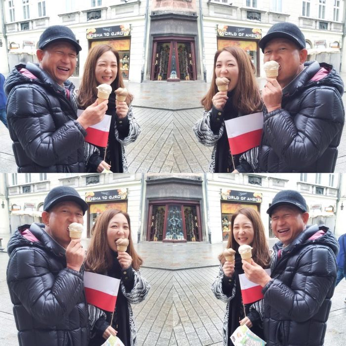 papá e hija comiendo helado