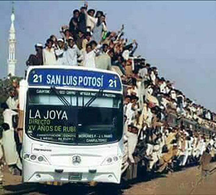 camión lleno de gente
