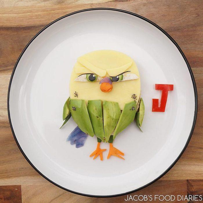 pájaro hecho de comida
