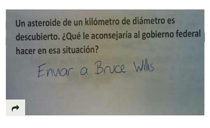pregunta graciosa a examen, bruce willis