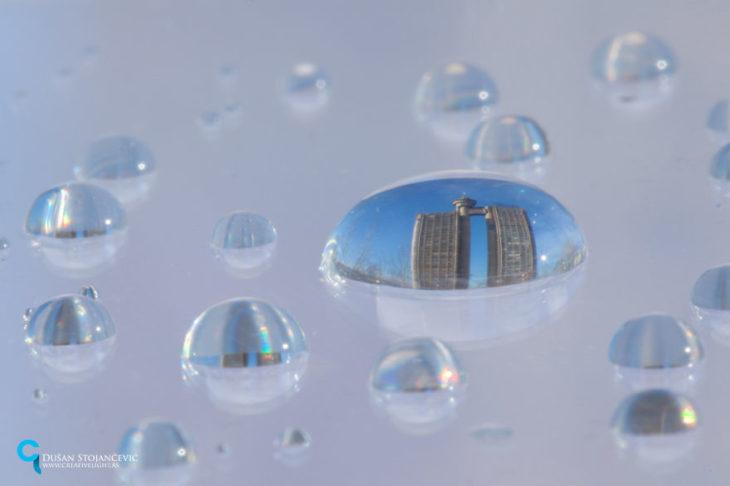 foto de la torre genex tomada en gotas de agua