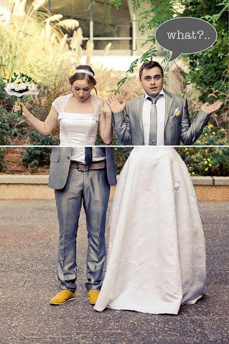 foto de novia y novio con piernas intercambiadas