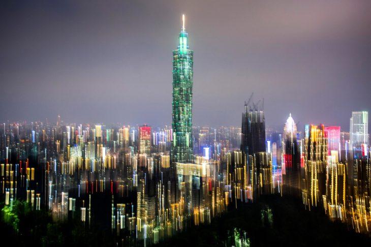 brillo de ciudad de noche