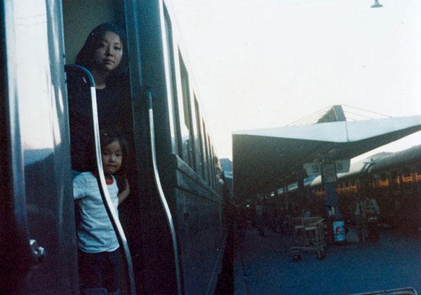 fotógrafa japonesa se edita en sus fotos de la infancia: España 1975-2005