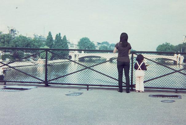 fotógrafa japonesa se edita en sus fotos de la infancia: frnacia 1975 a 2009