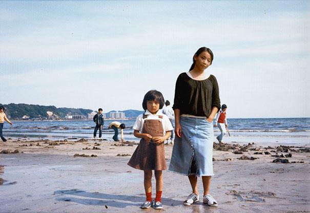 fotógrafa japonesa se edita en sus fotos de la infancia: japón 1976 a 2005