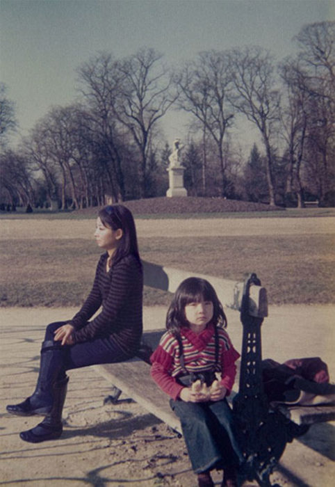 fotógrafa japonesa se edita en sus fotos de la infancia: francia 1976 a 2009