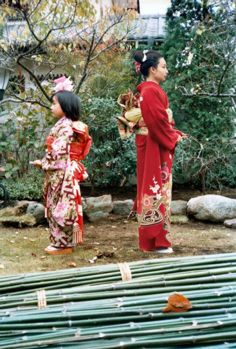 fotógrafa japonesa se edita en sus fotos de la infancia: japón 1979 a 2006