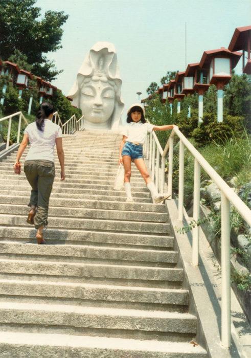 fotógrafa japonesa se edita en sus fotos de la infancia: japón 1981 a 2006