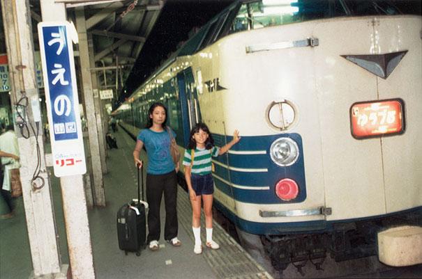 fotógrafa japonesa se edita en sus fotos de la infancia: japón 1982 a 2006