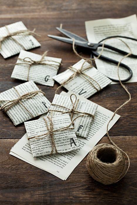 envoltura de regalo de hojas de libro