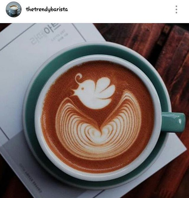 café con figura de pájaro