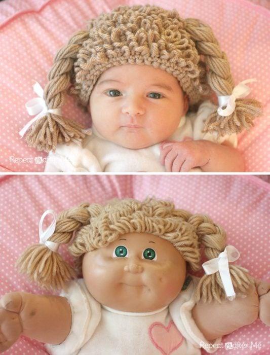 niña y muñeca con peluca de estambre
