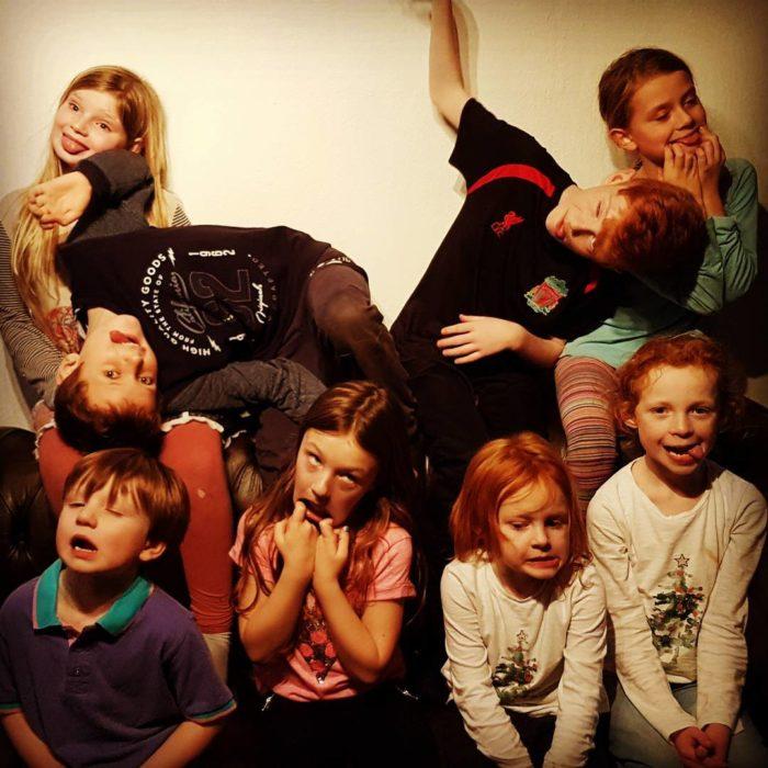 foto de niños haciendo gestos graciosos