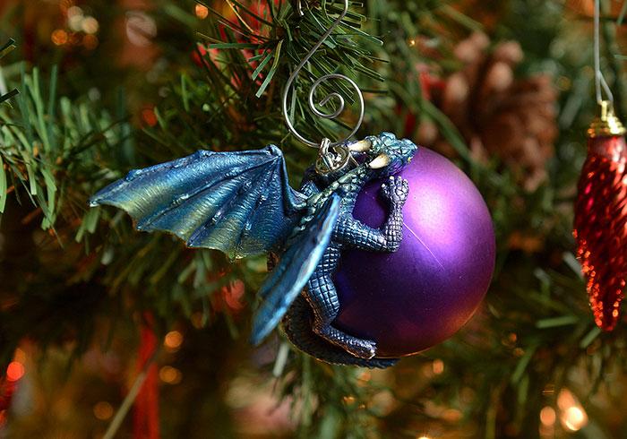 esfera morada con dragón azul