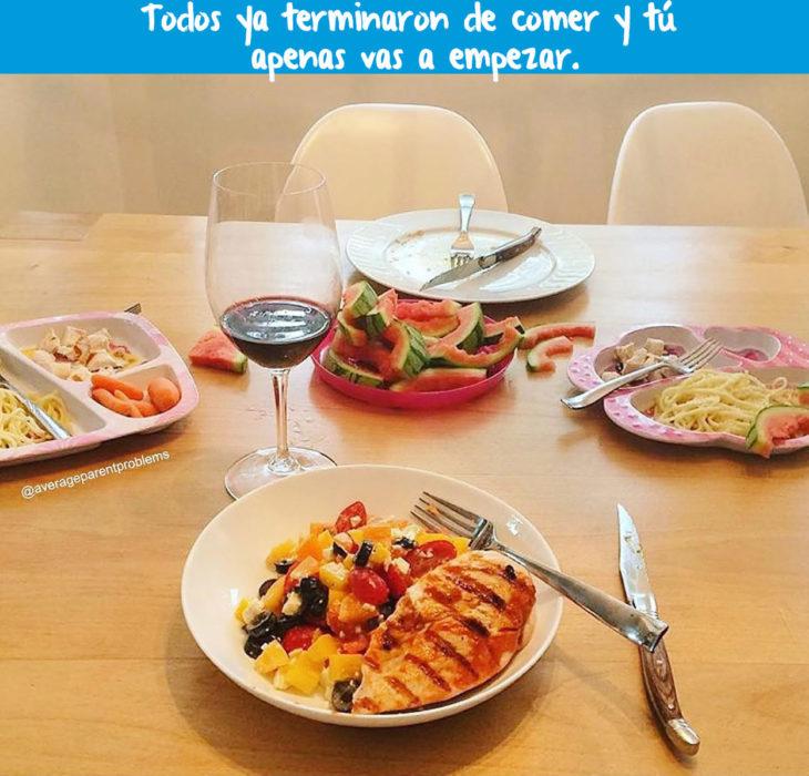 mesa de comida puesta