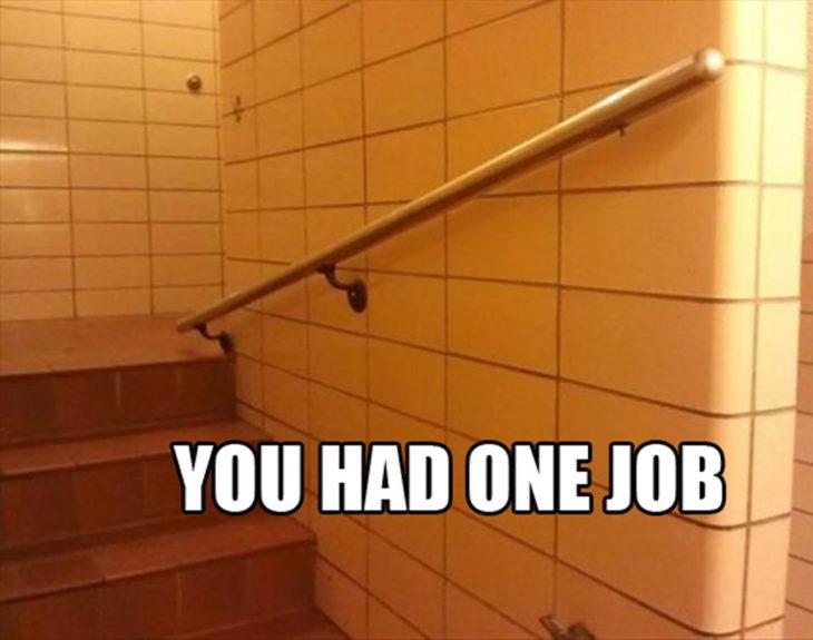 escalera con pasador de manos mal instalado