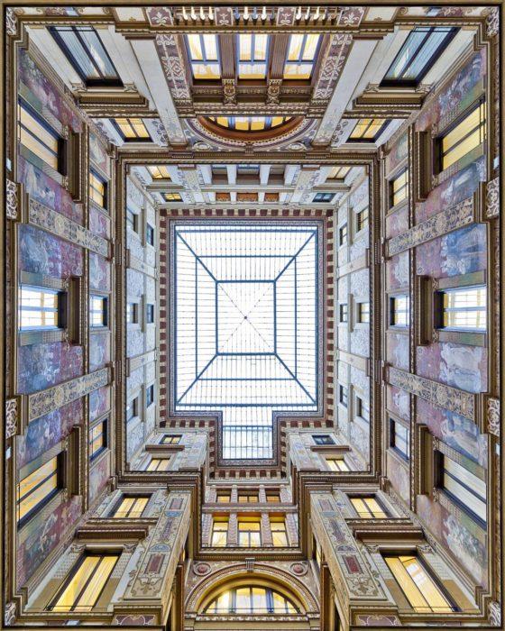 bóveda simétrica de edificio