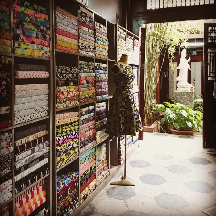 tienda de telas ordenada