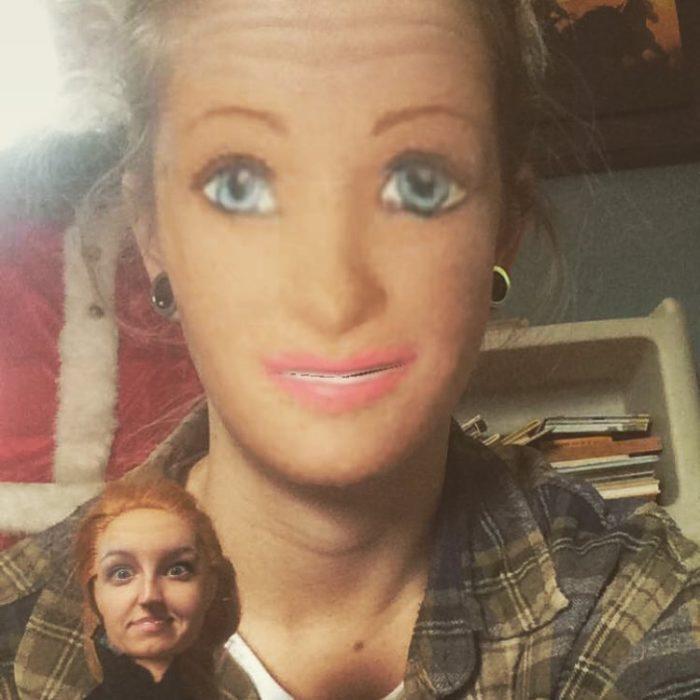 faceswap de mujer con muñeca barbie