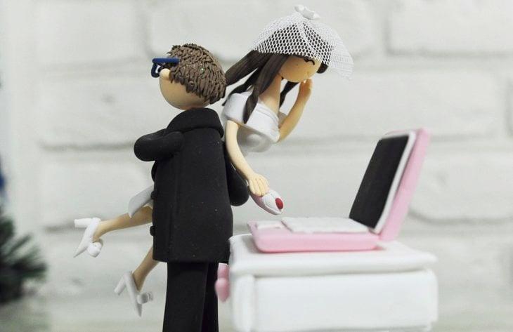 muñecos de boda, adicta a la computadora