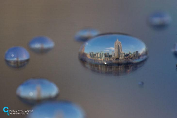 foto del empire state tomada en gotas de agua