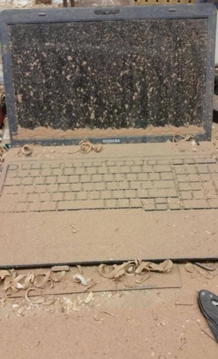 laptop llena de nieve