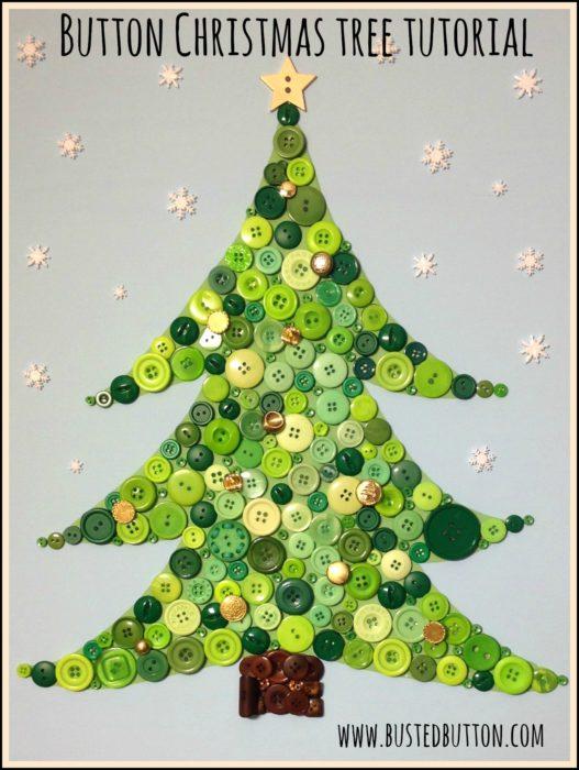 árbol de navidad hecho con botones