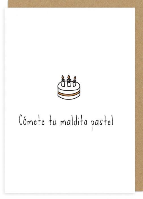 tarjeta de cumpleaños de humor negro con un dibujo de pastel