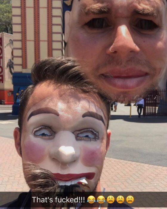 faceswap de hombre con globo de payaso