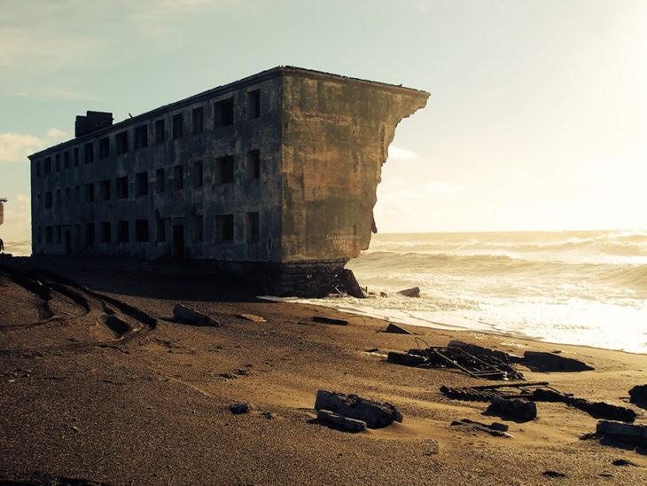pueblo pesquero abandonado en rusia
