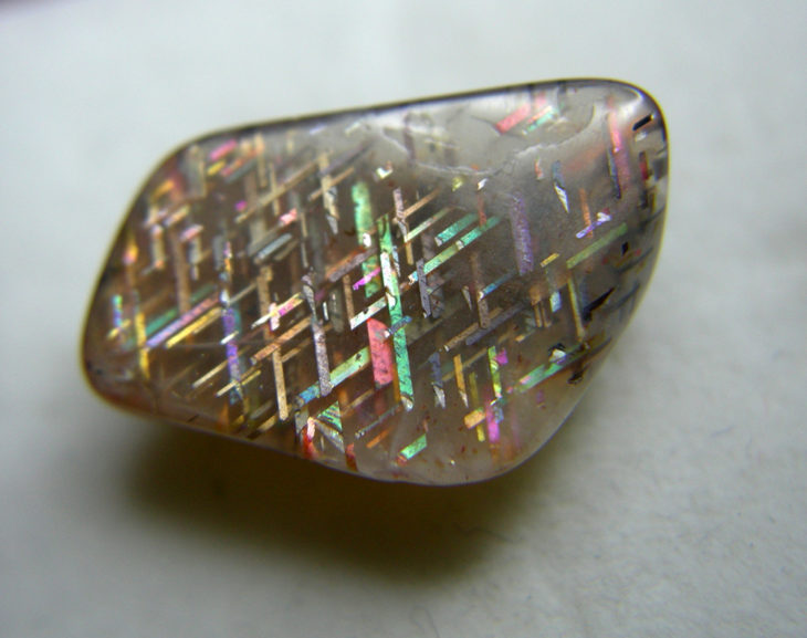 piedra del sol arcoíris