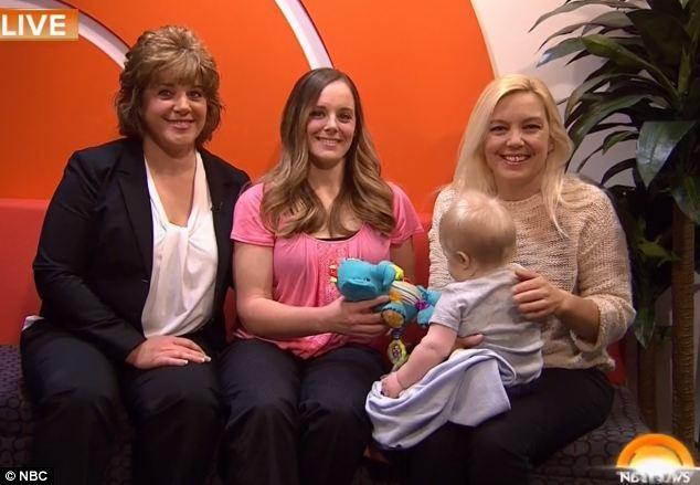 FOto de tres mujeres y un bebe