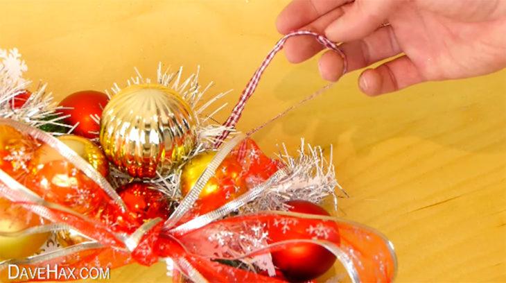 liston y esferas de navidad