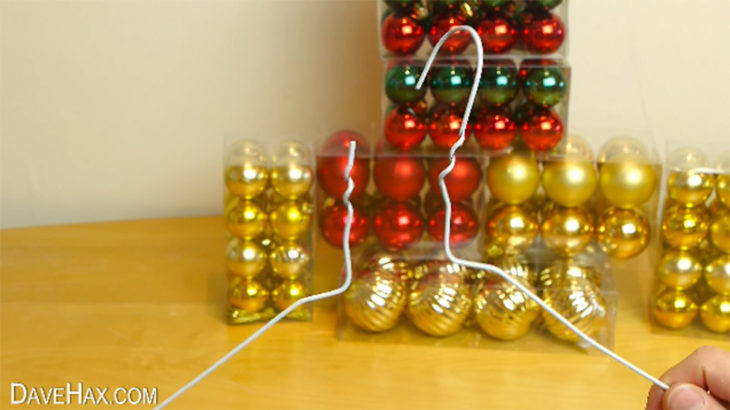 gancho de metal y esferas