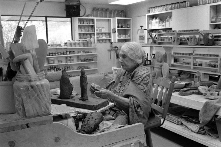 Beatrice Wood en su estudio