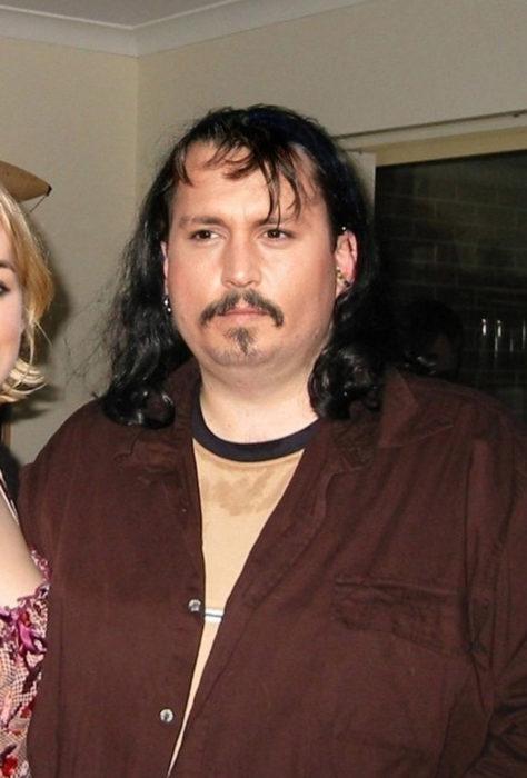 Cómo lucirían los famosos si fueran personas normales - Jhonny Deep gordo rockero