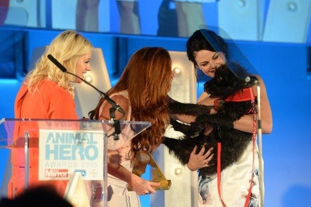 Pimienta recibe premio de héroe animal