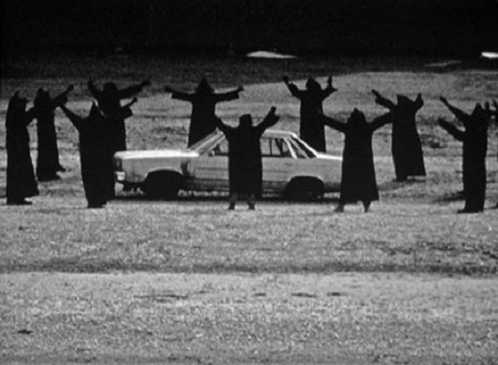 ritual alrededor de un carro