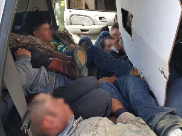 personas escondidas en una falsa patrulla fronteriza