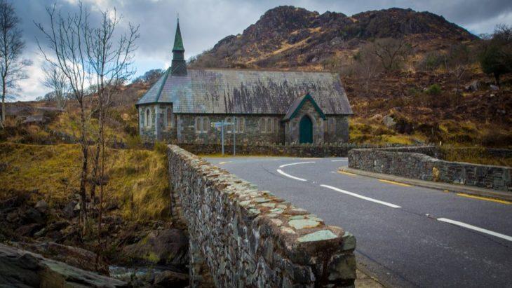 iglesia abandonada en irlanda